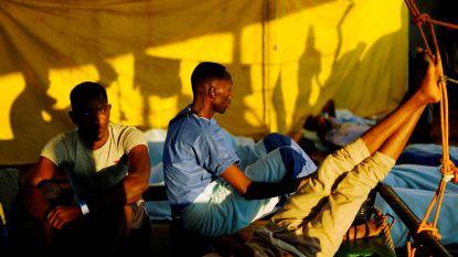 Schip met 87 geredde migranten mag nergens aanmeren