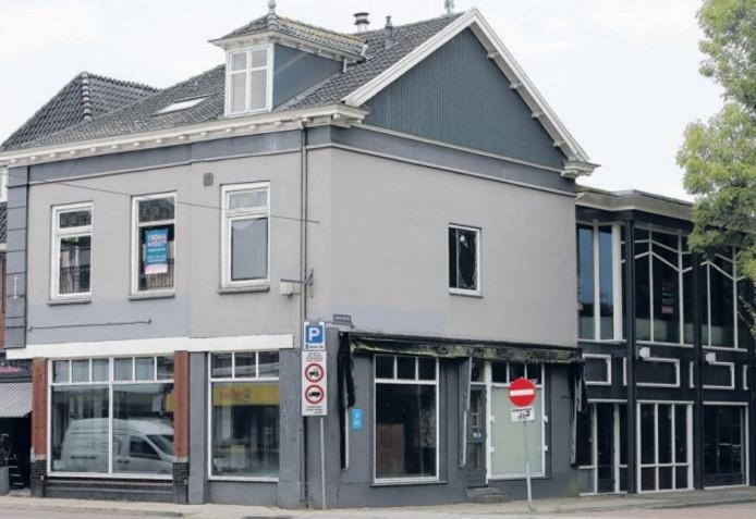 Aan de Nieuwstad in Lochem wacht voormalig café De Bengel al sinds augustus 2011 op een nieuwe invulling.
