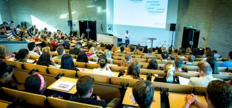 Studenten lenen steeds vaker en meer