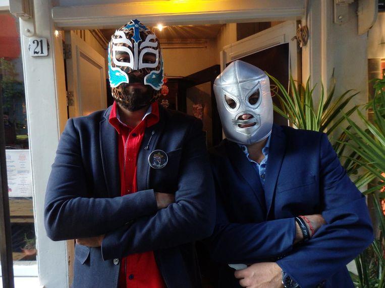 Jonias Revira en Andrés Arellano. Iets met worstelen in Mexico, dat daar zeer populair is. Beeld Hans van der Beek