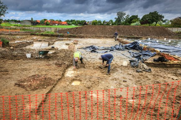 Archeologen aan het werk op de site.
