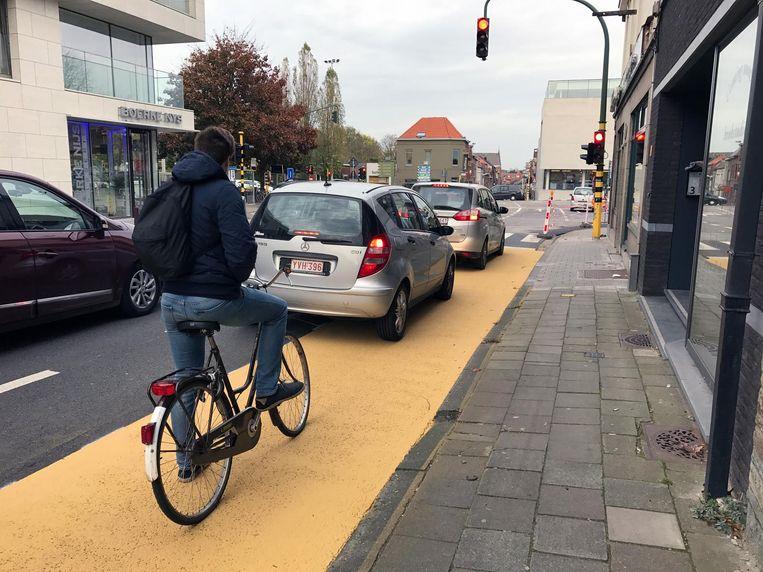 De gele fietssuggestiestroken op de Tervuursesteenweg.