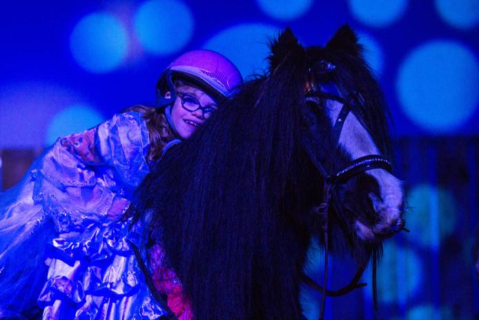Berkelland krijgt een  paardentheater. Hier kunnen kinderen en jongvolwassenen met een beperking therapeutisch paardrijden