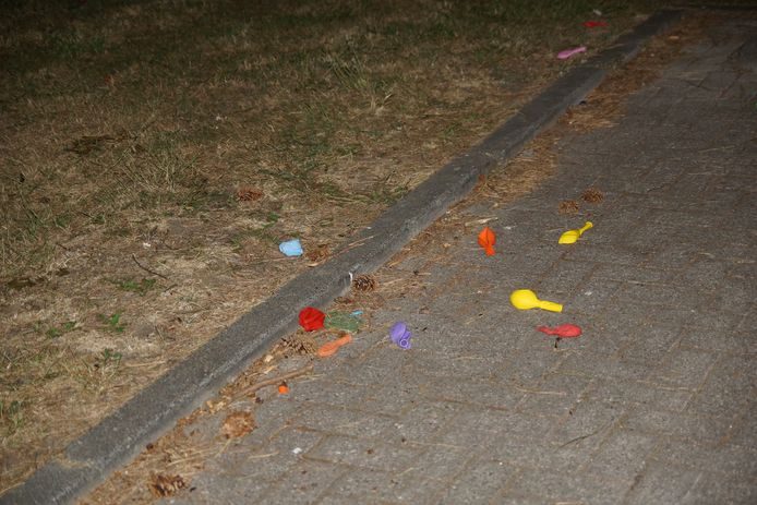 Ballonnen, vermoedelijk gebruikt voor lachgas.