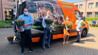 Knoks bedrijf schenkt 10.000 tulpenboeketten aan Limburgs ziekenhuis