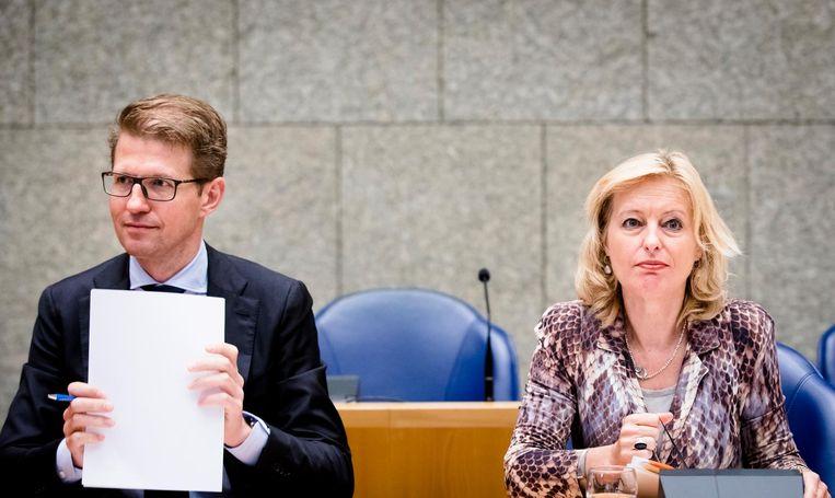 Staatssecretaris Sander Dekker en minister Jet Bussemaker van OC&W Beeld anp