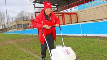 """Claude 'Coco' Matelier (84) is halve eeuw vrijwilliger bij Eendracht Hekelgem: """"Ik blijf voortdoen. Zonder voetbal kan ik niet meer leven"""""""