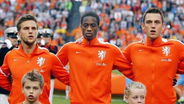 Terence Kongolo (midden) tijdens zijn debuut voor Oranje in mei tegen Ecuador. Beeld anp