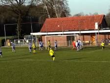 #HéScheids: MEC'ers geven voorzetten aan elkaar, Hulzense Boys-speler knalt bal in kruising