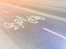 Man in Tilburg tegen fiets getrapt, vastgepakt en van geld beroofd