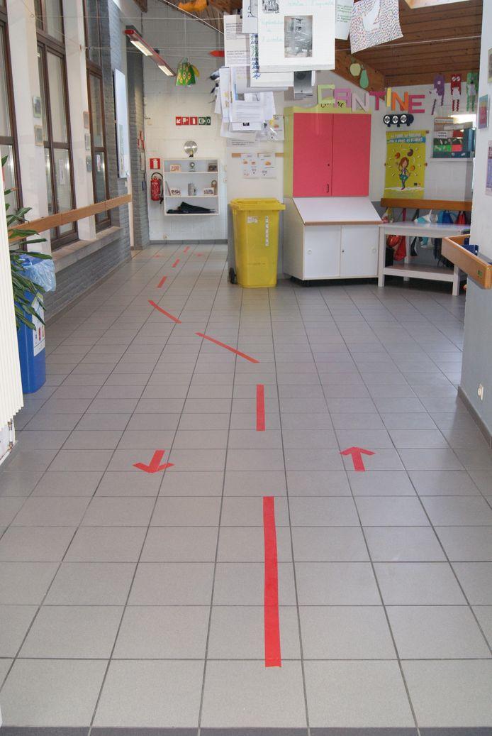 Flèches et corridors, il faut tenir sa droite dans les couloirs.