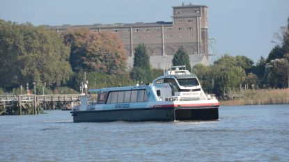 Waterbus start met route naar haven