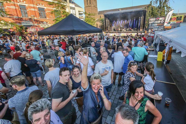 Vorig jaar werd nog een stevig feestje gebouwd op het Marktplein.