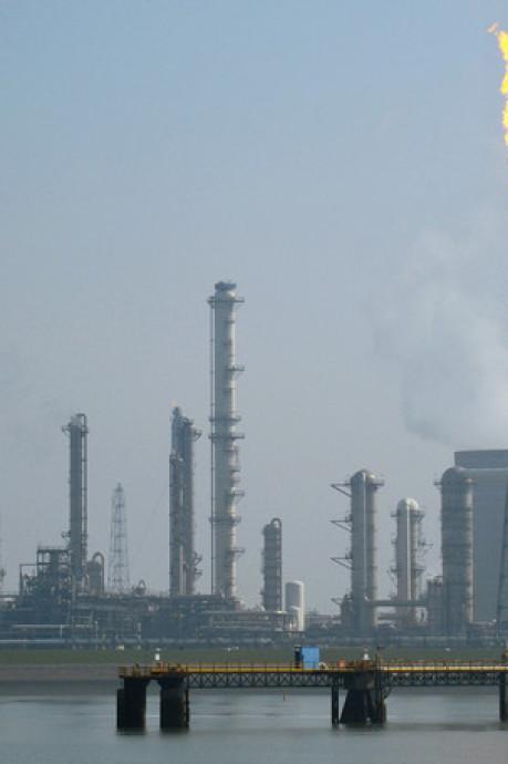 1500 kilo kankerverwekkend benzeen stroomde Westerschelde in na lek bij Dow Benelux