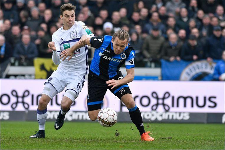 Pieter Gerkens en Ruud Vormer tijdens Club Brugge-Anderlecht in de reguliere competitie.