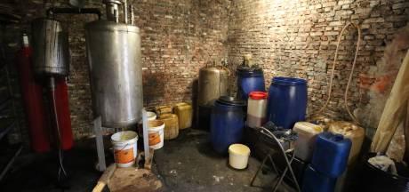Gemist? Drugslabs plaag in Oost-Nederland. En: wat is een 'kniepköttel'?