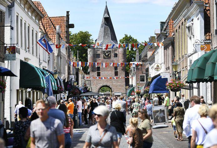 In Elburg gingen winkels op Eerste Pinksterdag illegaal open.