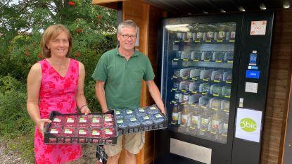 Bessenkwekerij O'Bio installeert automaat met gezonde lekkernijen in Desselgem