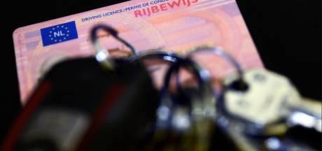 Man rijdt door Oosterhout met drugs op en zonder rijbewijs