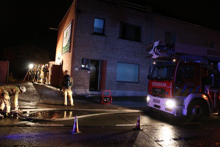 De brand ontstond aan een verhitte kachelbuis en vals plafond.