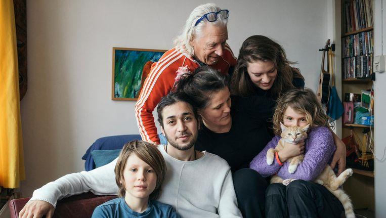 Dirar, te midden van het gezin Lindelauff-De Lange: 'Dit voelt als thuis' Beeld Marc Driessen