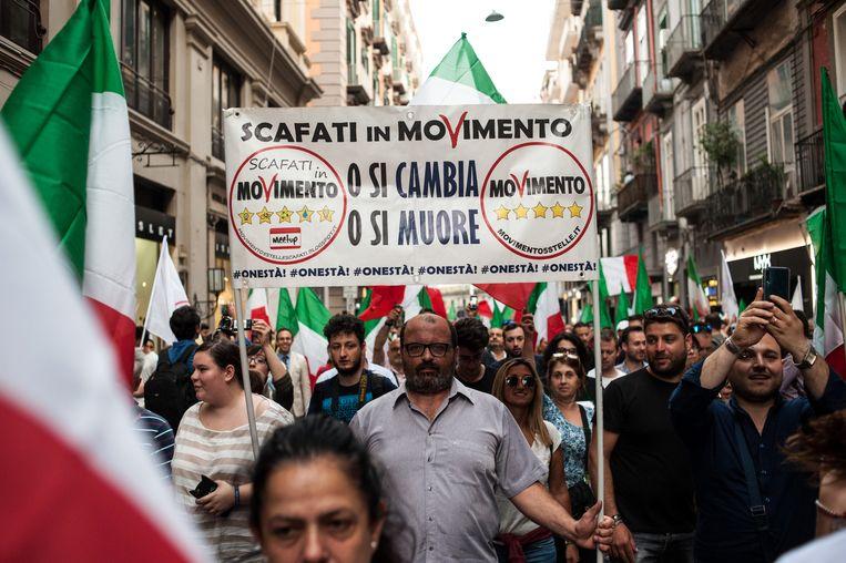 Demonstratie van de Italiaanse Vijfsterrenbeweging in Napels. Beeld Getty Images