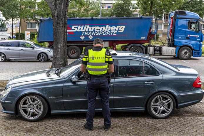Politie houdt extra controles in Oosterhout om gezicht te laten zien