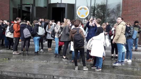 Studenten van de Wageningen Universiteit mogen naar huis door een grote stroomstoring.