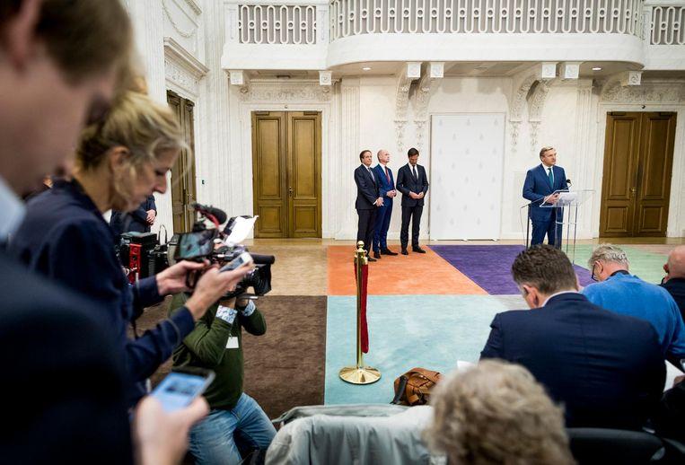 De vier partijleiders presenteren het regeerakkoord. Beeld Freek van den Bergh