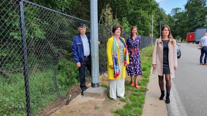 Camera's, hekwerk en extra poetsbeurten: Vlaanderen investeert 1,4 miljoen euro om overlast door transmigranten op snelwegparkings aan te pakken