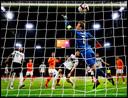 Virgil van Dijk opent de score tijdens Nederland-Duitsland in de Johan Cruijff Arena.