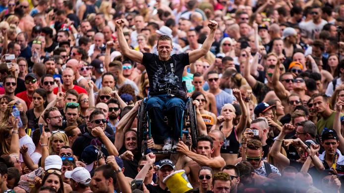 Een bezoeker in een rolstoel hoeft op Dominator niks te missen