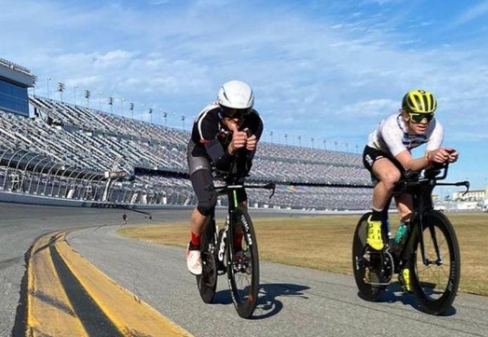 Pieter Heemeryck (rechts) op de Daytona Speedway.