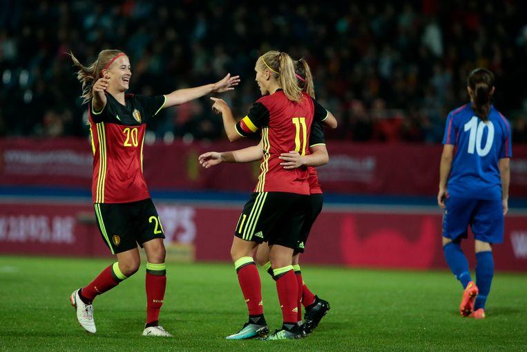 De nationale vrouwenploeg boekt haar grootste zege ooit, 12-0 tegen Moldavië.