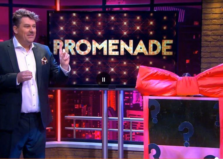 Promenade-presentator Diederik Ebbinge heeft een verrassing voor de kijkers. Beeld