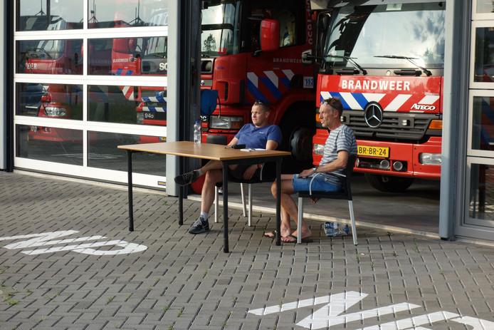 Bij de brandweerkazerne op De Marslanden hebben hulpverleners van de veiligheidsregio een meldpost ingericht.