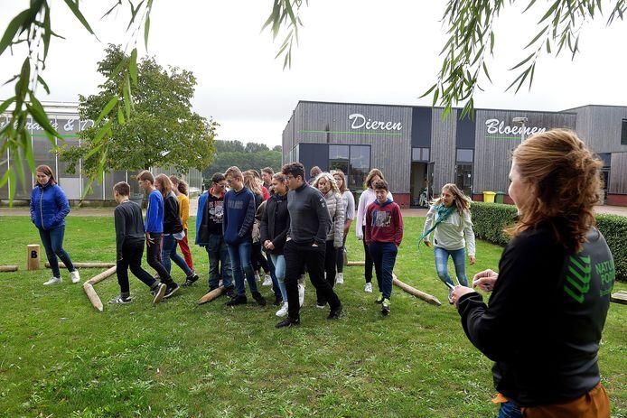 Samenwerking De Steenspil met Natuurpodium. Leerlingen krijgen enkele  meerkeuzevragen over de Brabantse Wal.