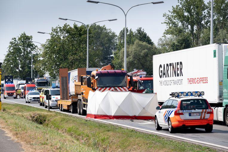 Andrik Fol reed met zijn wagen vol in op een stilstaande vrachtwagen aan de verkeerslichten.