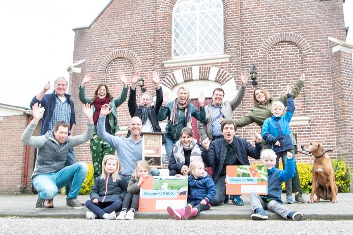De bewoners van de Stationsstraat in Raalte zijn blij dat hun straat is verkozen tot de groenste straat van Overijssel.