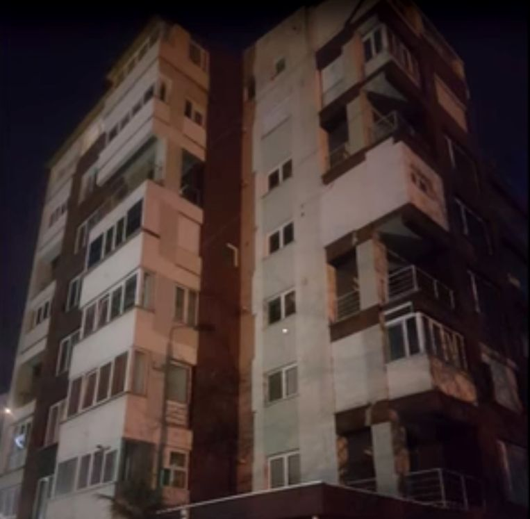 Eén van de Roemeense locaties waar de politie invallen deed en simkaarten en laptops in beslag nam. Beeld x