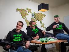 Poar neem'n: Elburgs trio maakt tentfeesten 'boerencool'
