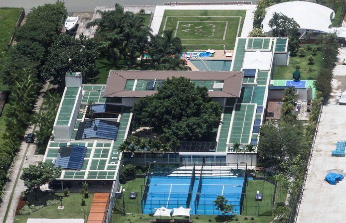 De villa van Neymar waar het feest doorgaat.