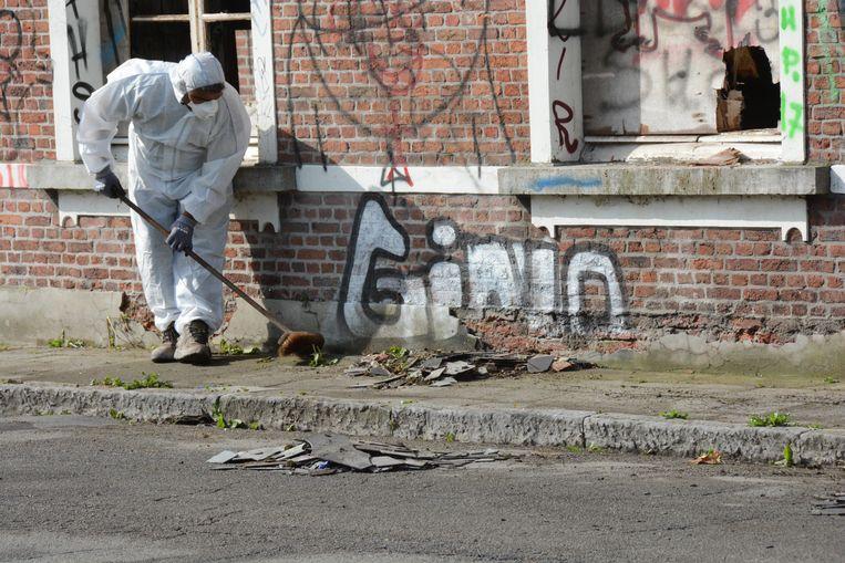 De gemeente wachtte de resultaten van het labo niet af en stelde meteen een firma aan om de asbest op te ruimen.