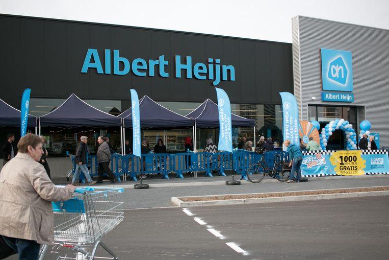 De nieuwe Albert Heijn werd gisteren feestelijk geopend.
