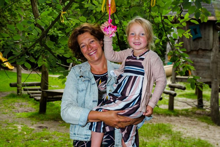 Sofie Schyvens en haar dochtertje Milou.