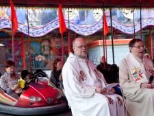 Kerkdienst tussen de botsauto's bij Langeraarse kermis