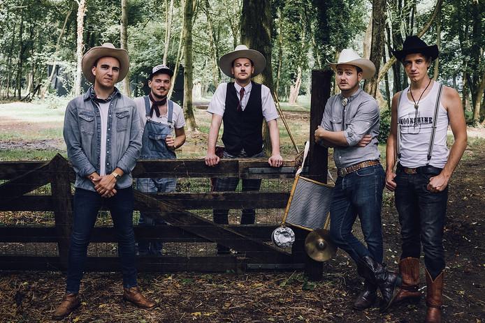 De Hillbilly Moonshiners.