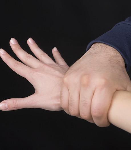 Vrouw (60) zwaargewond bij familieruzie in Heinkenszand