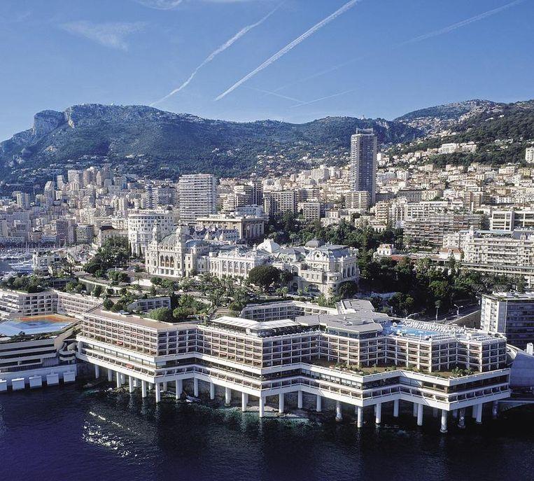 Een jaar lang een kamer huren in het Fairmont Monte Carlo - vier sterren, poepchique kamers, fabelachtig uitzicht - en de verblijfsvergunning voor Monaco komt er gratis bij.