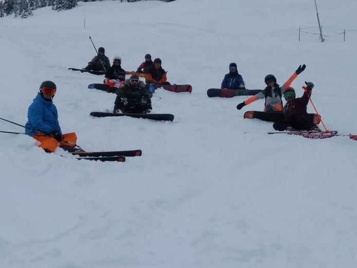 Pascal Wernsen (rechtsboven) vermaakt zich prima in de Oostenrijkse sneeuw.